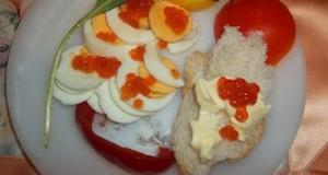 Kaviáros tojás medvehagymával