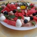 Mentás görögdinnyesaláta pizzasonkával és mozarellával 1