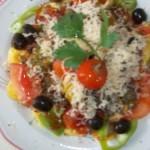 Sonkás tortellini ketchuppal chiliszósszal és reszelt sajttal 1