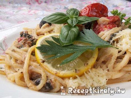 Spagetti tintahallal mángolddal és paradicsommal