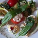Töltött tojás és paradicsom medvehagymás krumplival 1