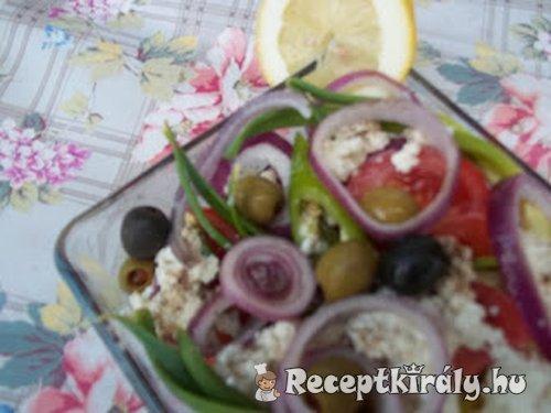 Túrós saláta olívabogyókkal