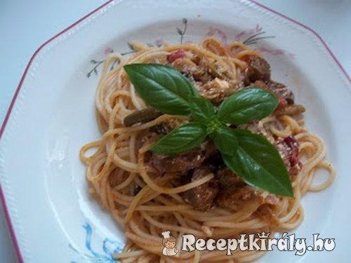 Vörösboros zöldspárga és gomba ragú kolbásszal spagettivel