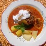 Zöldséges darálthúsos töltött paprika vörösboros paradicsomszószban 1
