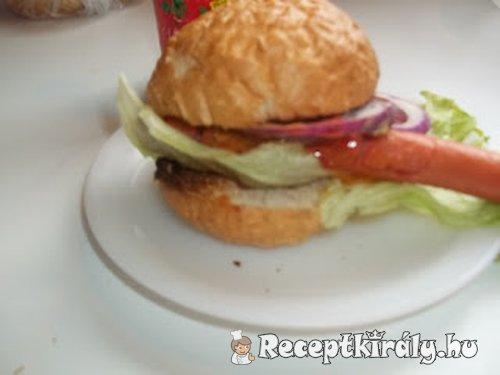 Zsemlés hot dog 1