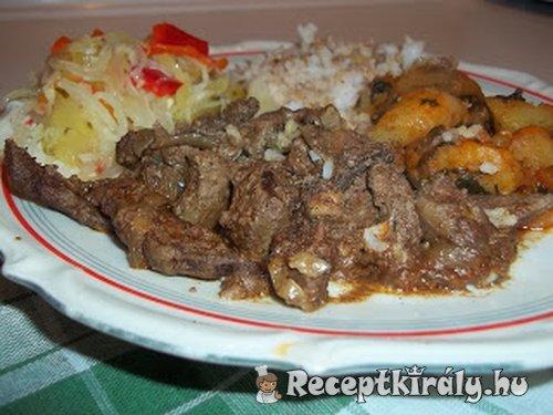 Resztelt sertésmáj rizzsel sült krumplival és csalamádéval