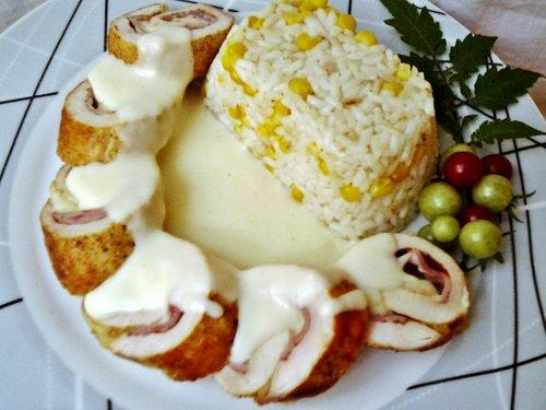 Sajtos sonkás göngyölt csirkemell sajtmártással 1