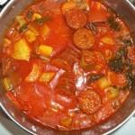 Vörösboros zöldségleves gazdagon parasztkolbásszal 1