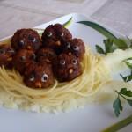 Fasírtfiókák tésztafészekben krumpliágon 1