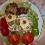 Sült libamáj majonézes tojással saláta ágyon 2