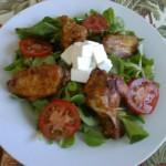 Pikáns csirkeszárnyak vitamin salátával 1