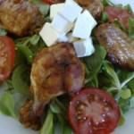 Pikáns csirkeszárnyak vitamin salátával 2