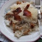 Tejfölös túrós sajtos csusza sült szalonnával 1