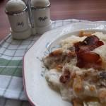 Tejfölös túrós sajtos csusza sült szalonnával 2