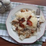 Tejfölös túrós sajtos csusza sült szalonnával 3
