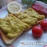 Chilis avokádókrémes toast retek salátával 1