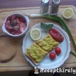 Chilis avokádókrémes toast retek salátával 3