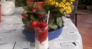 Epres joghurt eperlikőrrel