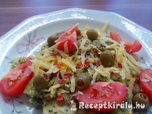 Sonkás ravioli zöld pestoval és parmezánnal