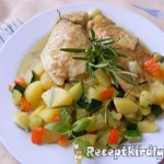 Zöldséges csirkemell bormártással