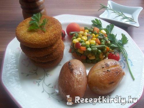 Panírozott pulykafasírt sültkrumplival zöldségekkel