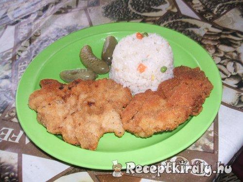 Fokhagymás rántott hús zöldséges rizs körettel