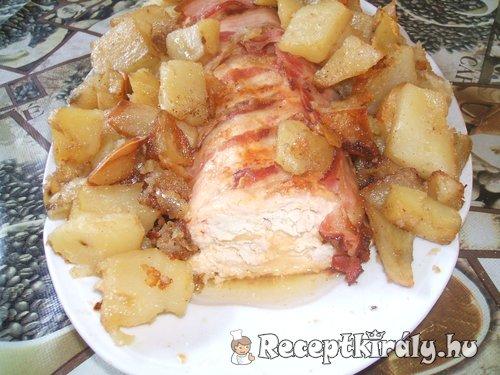 Őzgerincbe sült csirkemellfilé sült burgonyával