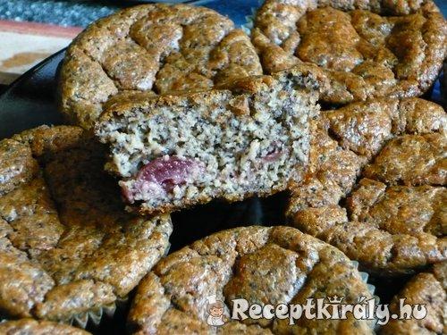 Meggyes mákos muffin