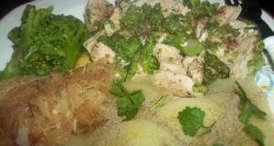 Fehérboros csirkemell párolt brokkolival és káposztával