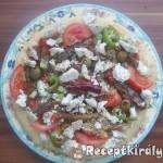 Pizza paradicsomos szardíniával és gomolyával 1