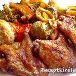 Csirkeszárnyak zöldségágyon sütve