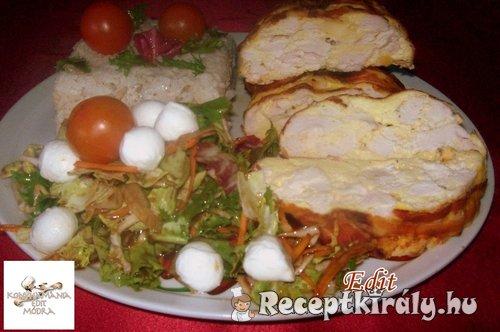 Tejfölös csirkemelltorta salátával rizzsel