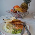 Rántott csirkemell currys rizzsel és gyümölcsökkel 1