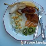 Rántott csirkemell currys rizzsel és gyümölcsökkel