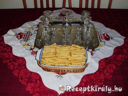 Vendégváró sós-sajtos rudak