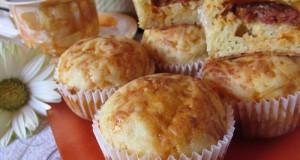 Sajtos-kolbászos muffin
