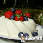 Joghurtos vaníliás-rózsavizes panna cotta
