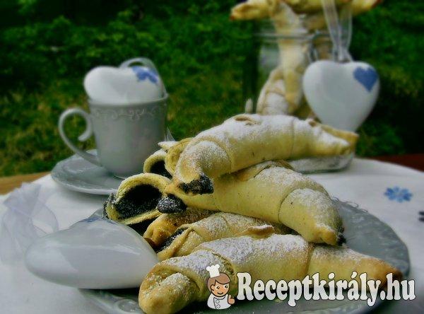 Mákos marcipános porhanyós kifli