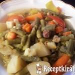 Zöldbabos-zöldséges egytál szalonnával, marhahússal