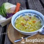 Tejes zöldségleves gazdagon, kukorica galuskával