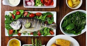 Tengeri keszeg friss saláta ágyon