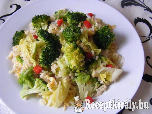Barna rizs zöldségekkel