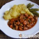 Vörösboros-zöldséges sertéspörkölt