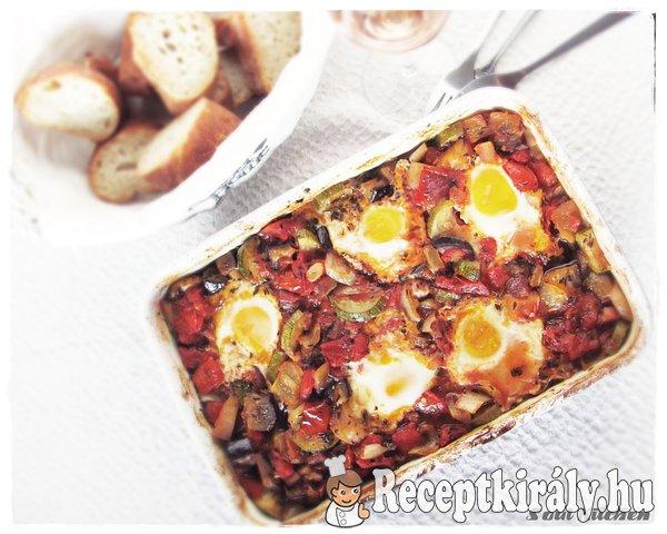 Sütőben sült zöldségragu tojással