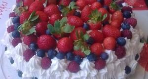 Csupa habos gyümölcsös torta