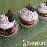 Áfonyás-csokis cupcake
