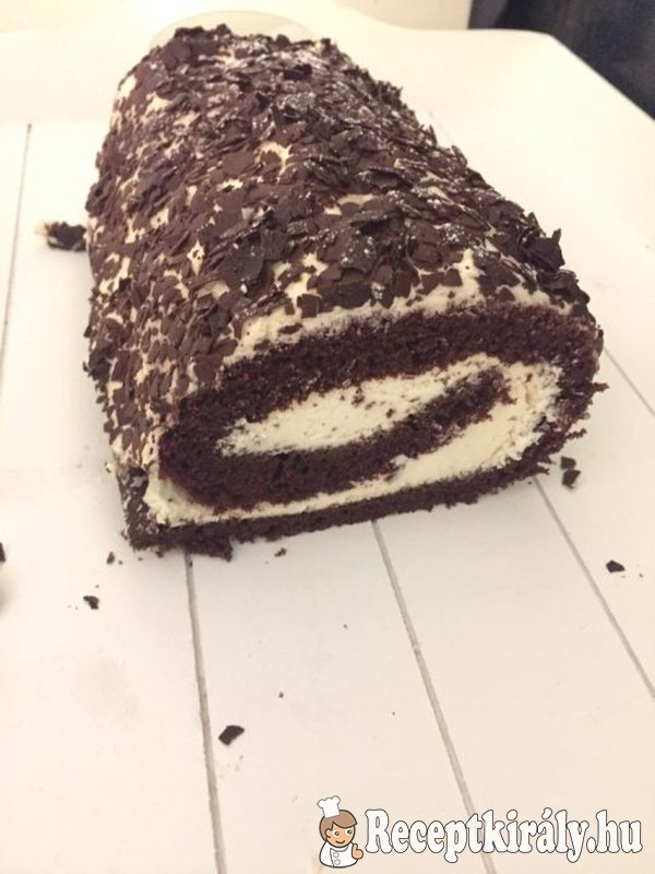 Tejszínes-csokis piskótatekercs