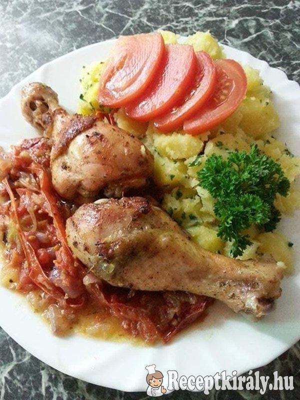 Sült csirkecombok mediterrán zöldségágyon