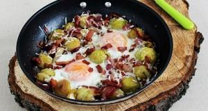 Kelbimbó hagymával, baconnel, tojással