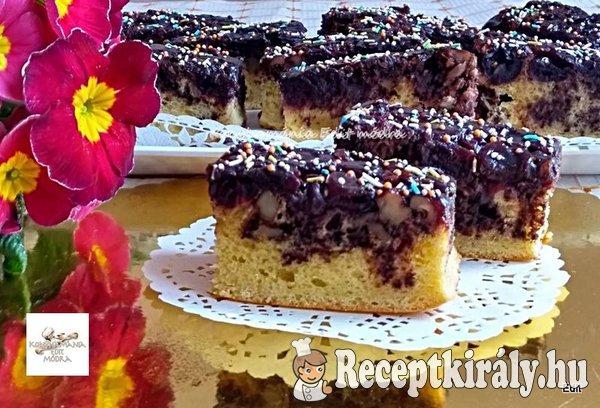 Fűszeres meggyes diós kevert sütemény